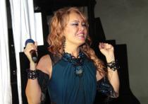 56-летняя советская, узбекская и российская эстрадная певица Азиза Мухамедова возможно в скором времени навсегда покинет Россию