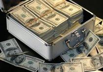 По словам замглавы Федеральной налоговой службы (ФНС) Дмитрия Вольвача, благодаря автоматическому обмену информацией с другими странами стало известно, что внушительная сумма в 13 трлн рублей находится на 700 тысячах принадлежащих россиянам зарубежных счетах, из которых более половины приходится на физических лиц