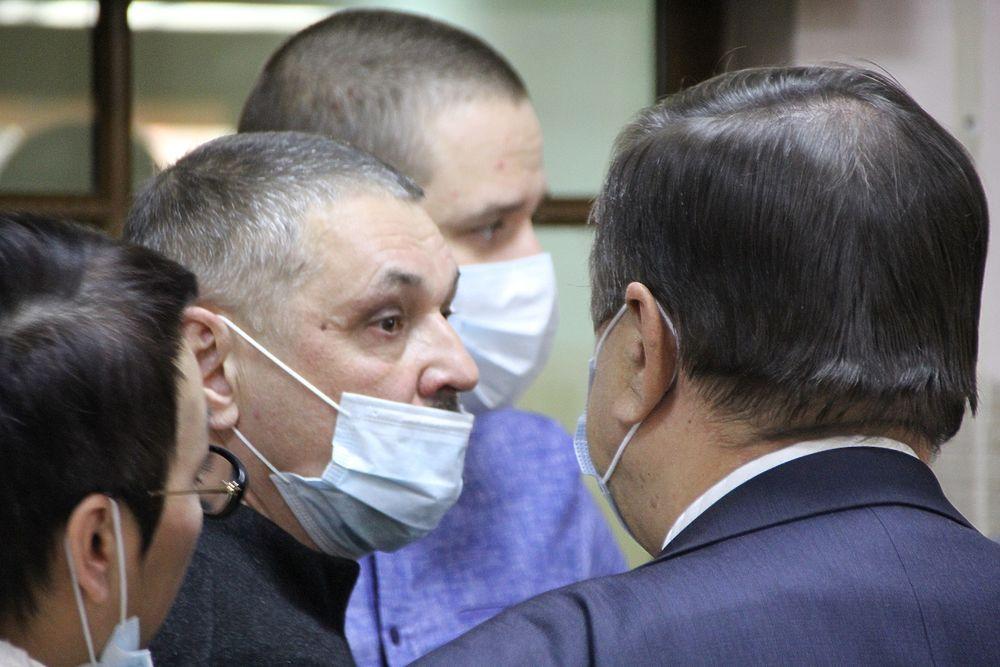 Снова в тюрьму: фоторепортаж из зала суда над экс-сити-менеджером Читы