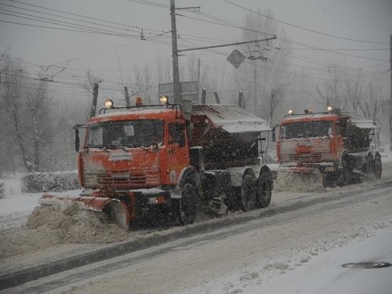 Трассы Волгоградской области очищают от снега и обрабатывают ото льда