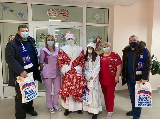 Волонтеры «Единой России» организовали новогодние акции