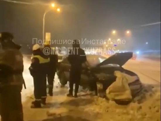Ночью на Кузнецком мосту в Кемерове столкнулись две легковушки