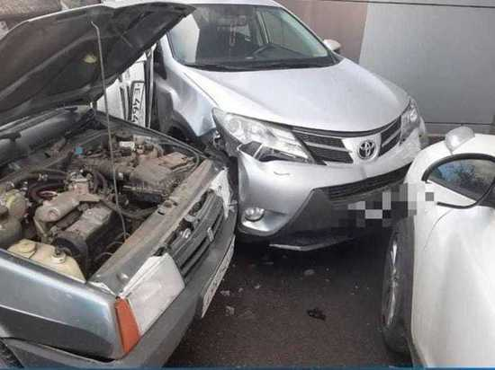 Пять автомобилей столкнулись в Северной Осетии