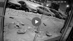 "Нападение на ""сталинскую"" шаурмичную попало на видео"