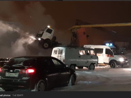 На Урале КамАЗ с поднятым кузовом снес газопровод