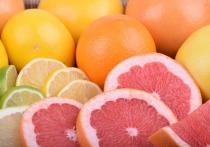 Грейпфрут лучше не употреблять во время лечения от коронавируса, а также людям с кардиологическими и онкологическими заболеваниями