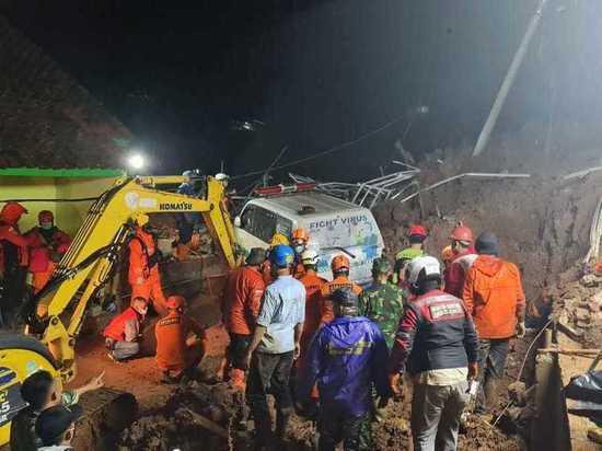 Число жертв землетрясения в Индонезии увеличилось до 56