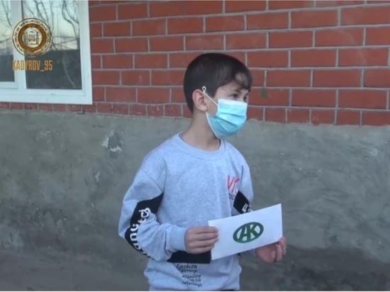 Фонд Кадырова передал по 50 тысяч рублей детям-сиротам