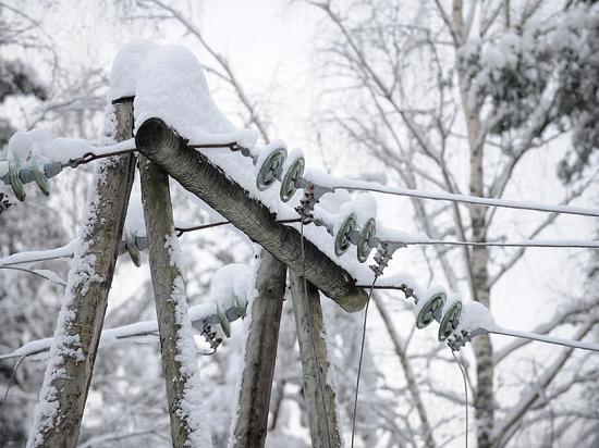 В Анапе из-за снега несколько населённых пунктов остались без света
