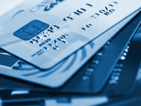 У двух южноуральцев знакомые похитили банковские карты и потратили чужие деньги