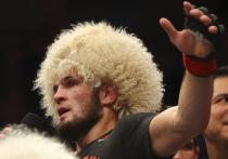 Глава UFC Дана Уайт и чемпион в легком весе Хабиб Нурмагомедов держали в напряжении всех поклонников ММА несколько дней