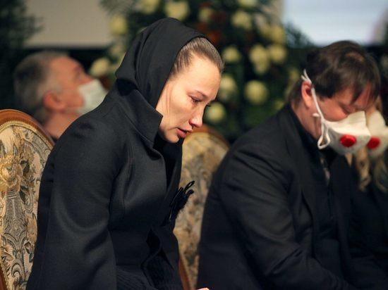 Молодая вдова Бориса Грачевского испугала присутствовавших на его похоронах