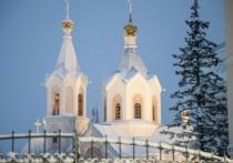 Верующих Салехарда призвали соблюдать антиковидные меры при наборе крещенской воды