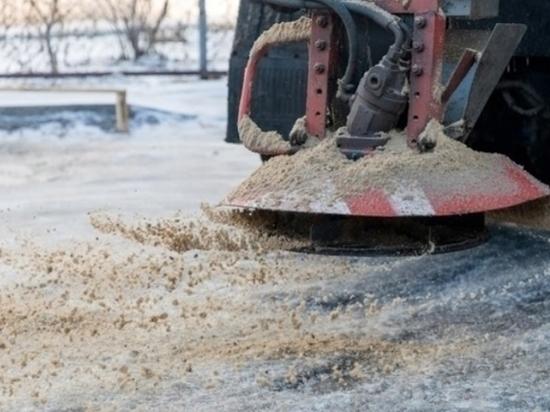 В Волгограде начали обрабатывать дороги с возобновлением снегопада