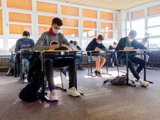 Германия: Старшеклассники снова сели за парты