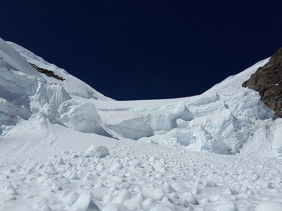 В Карачаево-Черкесии снежная лавина накрыла туристов