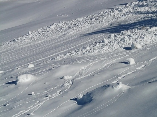 Соцсети: из-под снежного завала в Домбае спасли одного из лыжников