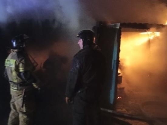 Пожарные отстояли двухэтажный дом за Ингодой в Чите