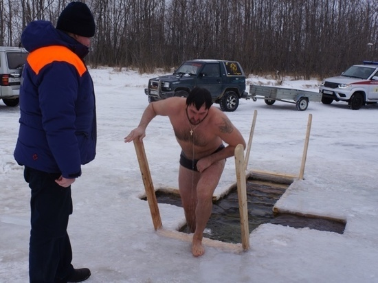 Спасатели Колымы напомнили правила купания в ледяной воде