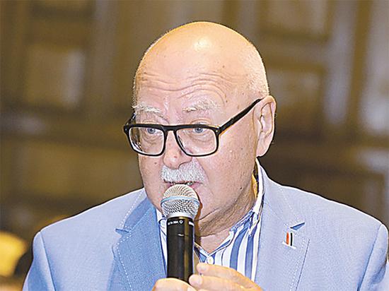 Аккомпаниатор Иосифа Кобзона Алексей Евсюков скончался после заражения COVID-19