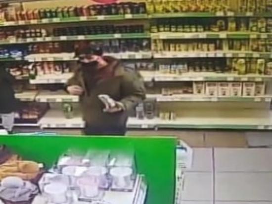 В Абаканском Fix Price неизвестный украл вещи из камеры хранения