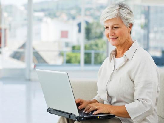 Пытавшаяся заработать через интернет 79-летняя тверитянка лишилась денег с карт