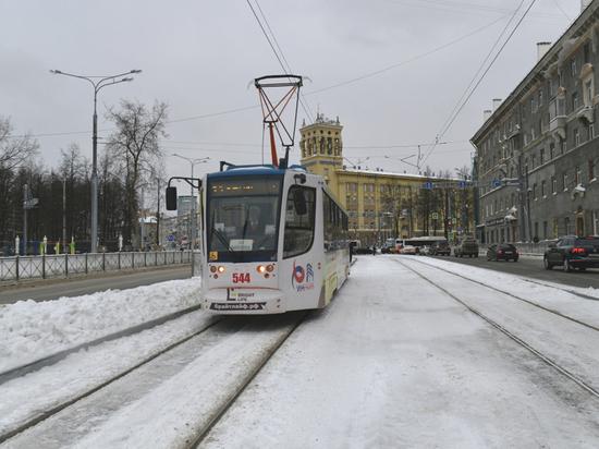 16 января губернатор Пермского края Дмитрий Махонин в качестве пассажира общественного транспорта Перми оценил новый участок трамвайной линии на ул