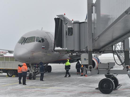 Первыми «рукава» для перехода в терминал прошли пассажиры рейса из Москвы