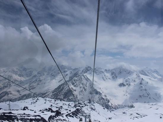 Горнолыжку Эльбруса закрыли из-за повышенной лавинной опасности