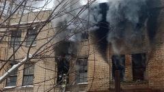 В Рязани горит производственный цех бывшего завода САМ