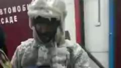Видео обледеневшего якутского пожарного взорвало соцсети
