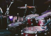 Уникальные барабаны украли столичные мошенники у музыканта Томаса Нэвергрина, представлявшего Данию на «Евровидении» в 2010 году, и его супруги, актрисы московского  театра Луны Валерии Кристиансен