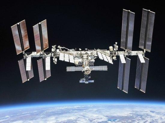 Космонавты Сергей Рыжиков и Сергей Кудь-Сверчков лишились и новогодних подарков, которые по традиции прилетали с «крайним» грузовиком в году, но и отечественных блюд, как минимум, на месяц