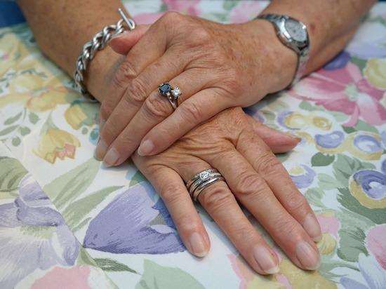 Стало известно, как по ногтям определить опасный уровень холестерина