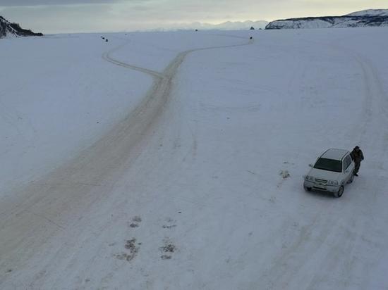 Поиски пропавшего рыбака на Колыме: спасатели начали искать подо льдом