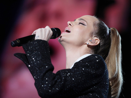 Певица Наталья Чистякова, более известная публике под псевдонимом Глюкоза, опубликовала в Instagram откровенное фото