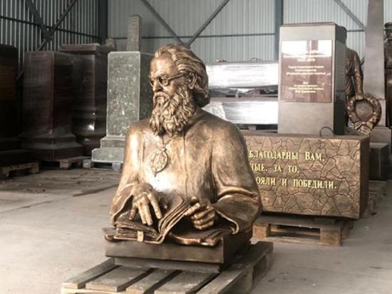 Скульптуру хирурга-священника на собственные деньги заказал настоятель храма
