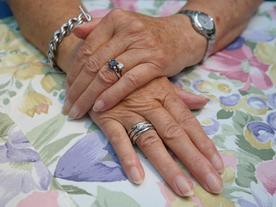 Полоски на ногтях говорят о проблемах сердечно-сосудистой системы