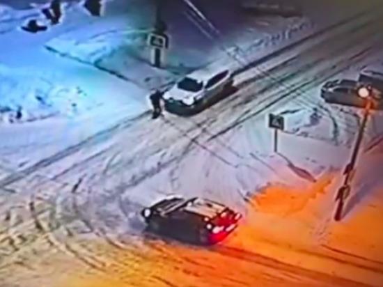 В Чебоксарах водитель легковушки сбил шедшую в школу 12-летнюю девочку