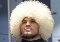В Абу-Даби на «Бойцовском острове» состоялся дебют российского бойца легчайшего веса Умара Нурмагомедова. Ровно девять лет назад его двоюродный брат Хабиб Нурмагомедов также дебютировал в UFC. И также одержал победу.