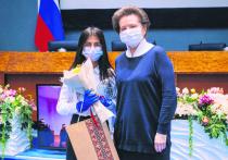 Лучших журналистов Югры наградила Наталья Комарова