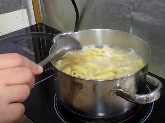 В правительстве России могут установить предельные цены на зерно и макаронные изделия, как это было сделано ранее с сахаром и подсолнечным маслом, сообщает «Коммерсантъ»
