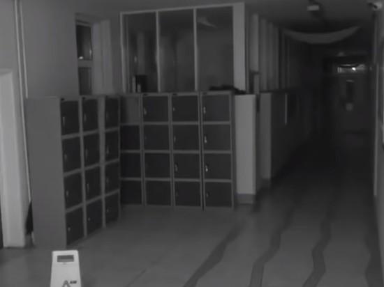 Эксперт рассказал, как вычислить скрытую камеру наблюдения при помощи фонарика