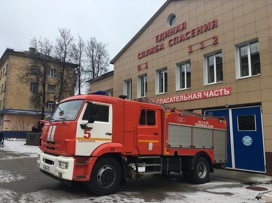 Две иномарки горели ночью в Смоленске на Николаева