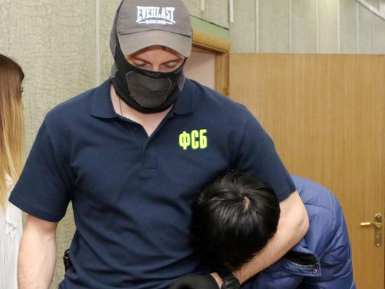 В Московской области сотрудники ФСБ задержали двух школьников, которые намеревались устроить стрельбу в школе, сообщает Telegram-канал 112