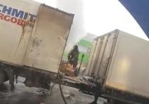 Кузбассовцы запечатлели на камеру пожар в грузовике с пивом