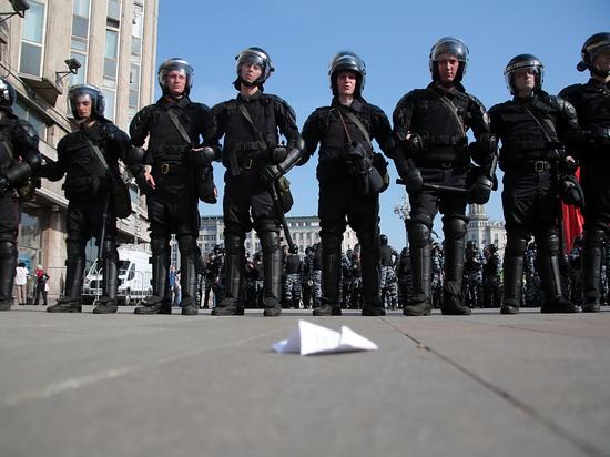 """В МВД заявили о попытках """"раскачать ситуацию"""" в России"""