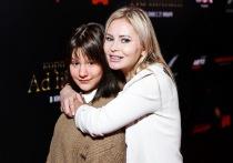 На недавней столичной кинопремьере среди приглашенного бомонда была замечена телеведущая Дана Борисова, которая вышла в свет вместе с дочерью Полиной