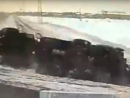 Момент падения сваебоя с трала в Ноябрьске попал на видео
