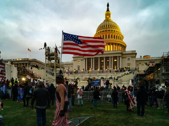 Предъявлены первые обвинения в сговоре по делу о беспорядках  в Вашингтоне